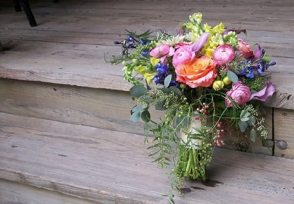 Send Gorgeous Flowers